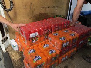 plus de 800 boites de boissons à répartir sur le parcours